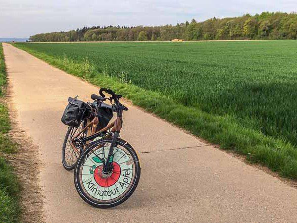 Rad-in-fllacher-Landschaft